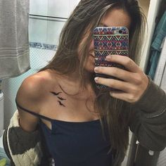 Small bird tattoo on ribs simple tat 52 Ideas for 2019 Bird Tattoos For Women, Little Bird Tattoos, Shoulder Tattoos For Women, Small Bird Tattoos, Mini Tattoos, Body Art Tattoos, Tatoos, Tatouage Divergent, Divergent Tattoo Tris