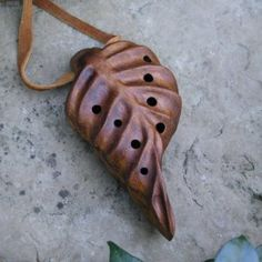 Key of G - Leaf Ocarina - African Teak (Iroko) Hardwood - Chromatic Donati progression: Musical Instruments Ceramic Clay, Ceramic Pottery, Ocarina Instrument, Ocarina Music, Tin Whistle, Native American Flute, Kalimba, Ceramic Sculptures, Cultura Pop