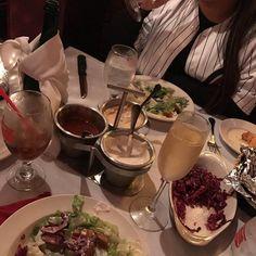 Looks like the beinning of a great meal! @tattoos_by_jorge_ #clearmanssteaknstein #steaknstein #clearmansrestaurants #cheesebread #restaurant #lunch #dinner #eat #food #foodporn #foodgasm #instafood #yum #yumyum #yummy #delicious #sangabriel #losangeles #familyrestaurant #steak #stuffed #comfortfood #homecooking #classic #traditional #beer