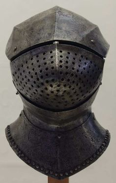 Great Bascinet.  1430-1440  Possibly Burgundian   Musée de l'Armée  inv. PO638.   Paris. France        more photo