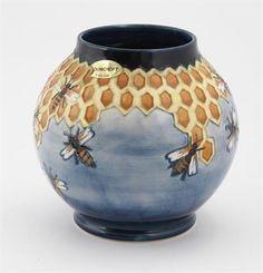 `Honeycomb` a Moorcroft Pottery – Clarice Cliff & Art Deco 05 Mar 2014