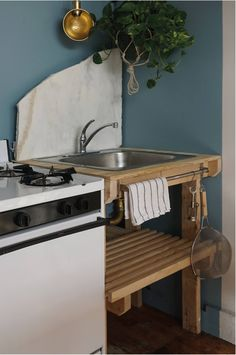"""In her Two-Week, $1,000, 500-Square-Foot Rental Overhaul in Bushwick, Brooklyn, design student Kristina Line sourced discarded marble scraps from a nearby stonemason. Among them: a jagged piece repurposed as a sculptural backsplash in the kitchen. """"They don't see the beauty in the broken leftovers, or what in their eyes is trash,"""" says her partner, Anton Bak."""
