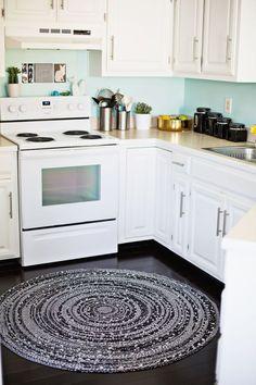 DIY rope rug to brighten up the kitchen