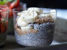 Chia porridge with banana and almond butter Healthy Breakfast Snacks, Vegetarian Breakfast, Breakfast Recipes, Raw Food Recipes, Brunch Recipes, Snack Recipes, Lchf, Foods To Eat, Healthy Foods