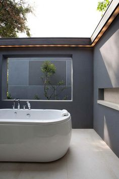 Image 15 of 25 from gallery of Lake House / Openbox Architects. Photograph by Pruk Dejkhamheang Best Modern House Design, Modern Interior Design, Open Bathroom, Outdoor Baths, Outside Living, Unique Architecture, Interior Design Companies, Amazing Bathrooms, My Dream Home