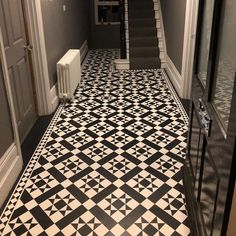 If you needed any more convincing on LVT flooring, we're pretty certain this hallway will do the trick! Amtico Flooring Kitchen, Hall Flooring, Bathroom Flooring, Flooring Ideas, Victorian Hallway, Victorian Tiles, Victorian House, Hallway Decorating, Interior Decorating