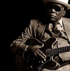 John Lee Hooker, singer, songwriter, and blues guitarist, died June 21, 2001.  Born August 22, 1917 in Coahoma County near Clarksdale, Mississippi. ...  in 1948 landed in Detroit, Michigan working at the Ford Motor Company and playing in the blues venues and saloons on Hasting Street.  Hooker was born August 22, 1917 in Coahoma County near Clarksdale, Mississippi. ...