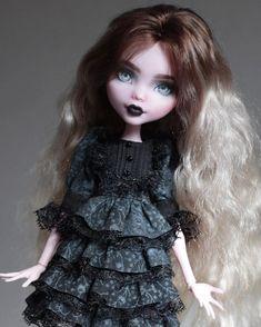 """478 Likes, 6 Comments - Luciana Romanskaya (@luciana_dolls) on Instagram: """"Commission time! ✨#monsterhigh #dollstagram #dollection #ooakmh #dolls #draculaura #ooakdolls…"""""""