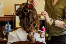 Bridal hair stylists are wonderful, but they are no fairy godmothers! Here are mistakes to avoid at your bridal hair trial to achieve your dream style. Bridal Beauty, Bridal Makeup, Wedding Makeup, Bridal Hair, Down Hairstyles, Trendy Hairstyles, Straight Hairstyles, Wedding Hairstyles, Best Makeup Artist