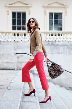 Bang on trend and so easy to wear, these slim-fitting trousers flare out at the thinnest point of your leg to create a seriously sleek silhouette. Choose between dark green and dark pink – this season's 'it' colours.