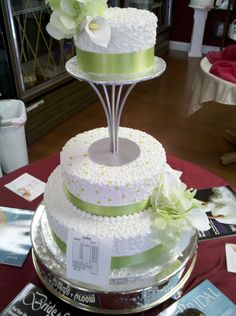 the color is amazing and i love the presentation, the lift is great. a beautiful cake.