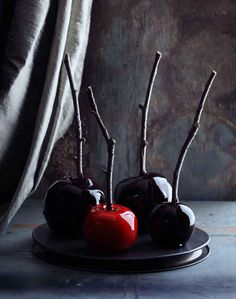 Red and Black Candy Apples | 31 Ghoulish Treats For Your Halloween Feast