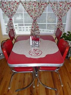 Vintage red / white Kitchen dinette set
