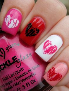 I like this shattered heart nails