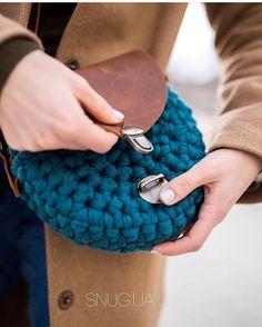 125 Likes, 2 Comments - Love Crochet, Vintage Crochet, Knit Crochet, Crochet Round, Crotchet Bags, Knitted Bags, Crochet Clutch, Crochet Purses, Cotton Cord