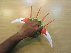 How to Make a Paper knuckles sword - Easy paper knife ,blade tutorials Origami Toys, Instruções Origami, Kids Origami, Origami Ball, Origami Dragon, How To Make Origami, Modular Origami, Useful Origami, Cool Paper Crafts