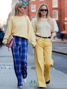50 Street Style Snaps of the Most Colourful Outfits at London Fashion Week This February 2018, London Fashion Week's Street Style has been incredibly colourful. Check out the tips on how to liven up your wardrobe.<br> This February 2018, London Fashion Week's Street Style has been incredibly colourful. Check out the tips on how to liven up your wardrobe. 1970s Trends, European Street Style, High Wasted Shorts, Color Pairing, Street Style Trends, Style Snaps, Colourful Outfits, London Fashion, Khaki Pants