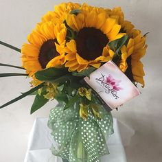 Diseño de girasoles #yosoydettaglios #dettaglios #girasoles Table Decorations, Instagram, Home Decor, Sunflowers, Decoration Home, Room Decor, Home Interior Design, Dinner Table Decorations, Home Decoration