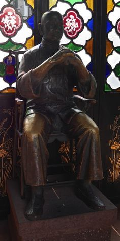 Bronze statue of Won