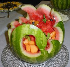 Cooking Floyd Carving Melons: Recently a friend who was catering a wedding rehearsal dinner asked me if I could carve watermelon baskets. I went one better and carved he… Fruit Basket Watermelon, Watermelon Art, Watermelon Carving, Fruit Creations, Creative Food Art, Food Carving, Vegetable Carving, Mango, Fruit Decorations