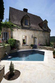 pool surface and stone work on cottage. Little swimming pool & traditional french (guest) cottage French Cottage, French Country, Country Chic, Interior Exterior, Exterior Design, Beautiful Space, Beautiful Homes, Casa Loft, Cool Pools