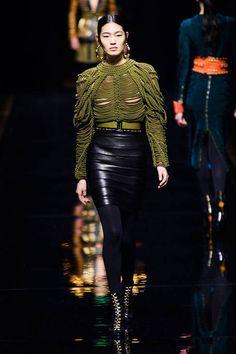 Balmain at Paris Fashion Week Fall 2014 - Runway Photos Dark Fashion, Leather Fashion, High Fashion, Fashion Show, Autumn Fashion, Fashion Outfits, London Fashion Weeks, Balmain Paris, Best Dressed Award