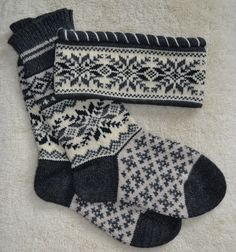 wool socks and headband - Super knitting Knit Mittens, Mitten Gloves, Knitting Socks, Fair Isles, Cozy Socks, Stocking Tights, How To Purl Knit, Fair Isle Knitting, Knitted Headband