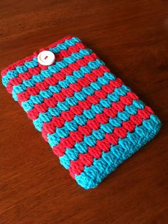 Love the colors for this knitted iPad cozy.