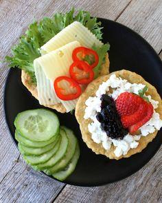 Det er søndag og ei ny veke står for tur, så idag tenkte eg det passa greit å dele min variant av havrebrød / havreskiver som sikkert fleire av dere har laga før. Snack Recipes, Healthy Recipes, Snacks, Foods With Gluten, Cottage Cheese, Recipe Of The Day, Salsa Verde, Food Inspiration, Vegan Vegetarian