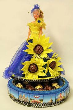 Gallery.ru / Украина Style - Деткам-конфеткам - sks74 Barbie Decorations, Flower Decorations, Candy Flowers, Paper Flowers, Candy Craze, Crochet Barbie Patterns, Chocolate Flowers Bouquet, Edible Crafts, Wedding Plates