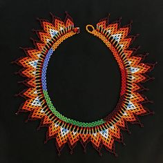 Collar de abalorios / Mandala de cuentas americano por TRIBALMUNAYA Beaded Earrings Patterns, Jewelry Patterns, Beaded Necklaces, Candy Jewelry, Beaded Collar, Native American Beading, Seed Beads, Collars, Eye Candy
