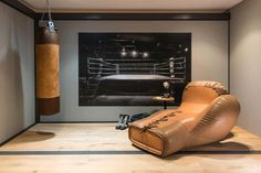 Colonial Furniture, Traditional Furniture, Contemporary Furniture, Architectural Digest, Sofa Design, Home Gym Design, Decoration Originale, Punching Bag, Boxing Gloves