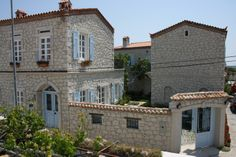 İncirliev blends the athmospheric serenity of centuries old architecture and sun ripe fruits, with the stylish individuality of a modern small hotel. http://incirliev.com