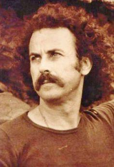 Nikos Xylouris, the voice of Crete.