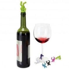 De Drinking Buddy`s zijn een set kleurrijke mannetjes die helpen bij het herkennen van je wijnglas. Ze zijn makkelijk vast te klikken en komen in zes vrolijke kleuren. Naast de Drinking Buddy`s bevat de set ook een bijhorende wijnflesstop.