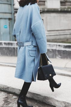 light blue coat, front-flap bag and ankle boots Fashion Week Paris, Light Blue Coat, Tilda Lindstam, Best Winter Coats, Looks Street Style, Blue Coats, Fashion Mode, Fashion Clothes, Mode Outfits