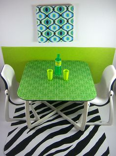 Custom Make-Over of Barbie Dream Furniture Collection Dining Table and Chairs - I like the retro look table top.