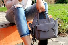 A special shoutout to Alice from Italy who fall for this cow leather MELYS little bag in grey blue ! You can also choose it in taupe, burgundy, dark grey, and violet. Or even chose the bigger style with our Esther line! #botd #style #fashion #katelee