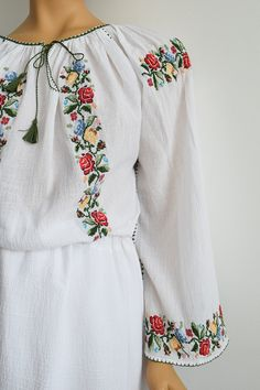 Embroidered Clothes, Diy Flowers, Bridal Dresses, Hand Embroidery, Floral Tops, Textiles, Costume, Women, Fashion