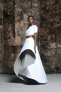 Rosie Assoulin Resort 2015 collection has arrived and it is simply divine.Mari Agory models the Rosie Assoulin Resort 2015 collection alongside a group. Look Fashion, Fashion Art, High Fashion, Fashion Show, Fashion Design, Daily Fashion, Fashion Outfits, Couture Mode, Couture Fashion