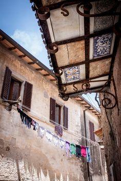 Capalbio: dettagli del borgo #capalbio #toscana #borgo #paese