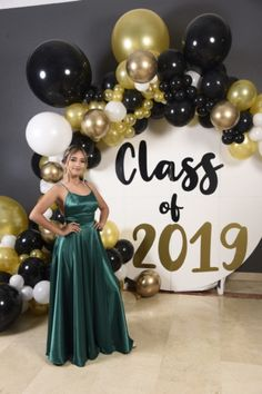 Outdoor Graduation Parties, Graduation Party Foods, Graduation Decorations, Graduation Party Decor, Grad Parties, Graduation Picture Poses, Birthday Balloon Decorations, Prom Decor, Prom Ideas