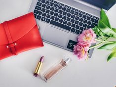 10 Surprising Things I Learned From Being A Jobless Graduate – Outlandish Flat Lay Photography, Lifestyle Photography, Photography Ideas, Flat Lay Inspiration, Best Flats, Crochet Purses, Card Wallet, Best Brand, Wallets For Women