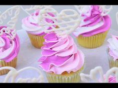 Cupcakes con Rosetas de 3 Colores y Caramelos