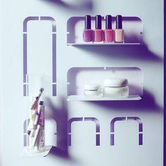 Con oquiolì la bellezza è a portata di mano! #idimmidove #oquiolì #amuletodesign #design #madeinitaly #bagno #smalto #profumo #creme #tuttoinordine #steeldesign #metal #shelf #bathroom #inspiration #decor #violet #nailpolish #perfume #crème #detail #pickoftheday #instadesign #design