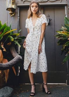 10 Outrageously Pretty Summer Dresses #Fashion https://seasonoutfit.com/2018/03/29/10-outrageously-pretty-summer-dresses/