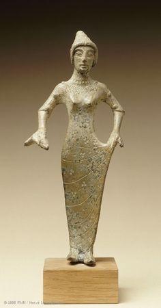 Female statuette with tutulus c.520-470 BCE Isola di Fano, central Italy - Northern Etruria | Louvre Museum | Paris   #TuscanyAgriturismoGiratola