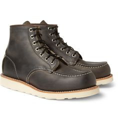 Lição #03: Quando até um sapatênis (que nome feio) soar muito coxinha para ele, temos a solução: um sapato mais abotinado, com pegada esportiva.