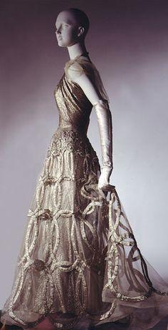 Madeleine Vionnet,1938. What an incredible skirt!
