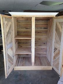 1000 ideas about pallet closet on pinterest pallet wardrobe pallet furniture and pallets. Black Bedroom Furniture Sets. Home Design Ideas